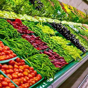Fresh vegetables at a supermarket © xefstock/Getty Images