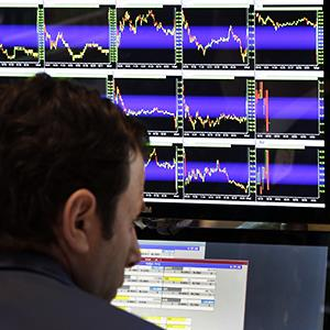 Specialist Michael Pistillo works on the floor of the New York Stock Exchange Wednesday, July 9, 2014 © Richard Drew/AP