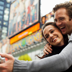 Couple Taking Self Portrait in New York City © Radius Images/Getty Images