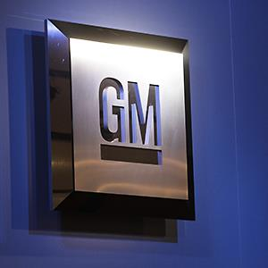 The General Motors logo is on display at the North American International Auto Show in Detroit © Paul Sancya/AP
