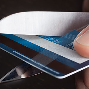 Close up of scissors cutting a credit card © Roy Hsu/Photographer