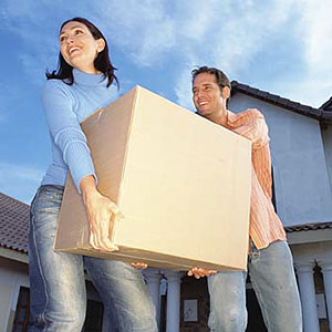 Couple packing their house © Image Source/PictureQuest