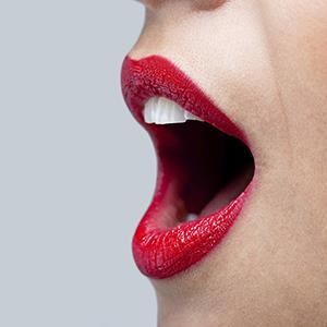 Close up of a woman's mouth speaking © RTimages/Getty Images