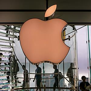 The exterior of the downtown Apple Store in Central Hong Kong is viewed on May 27, 2014, in Hong Kong, China © George Rose/Getty Images