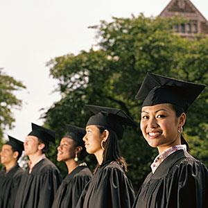 Row of graduates, focus on female graduate smiling © Ryan McVay, Lifesize, Getty Images
