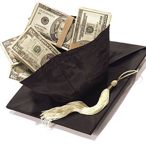 Cash inside a graduation cap © Stephen Wisbauer/Getty Images