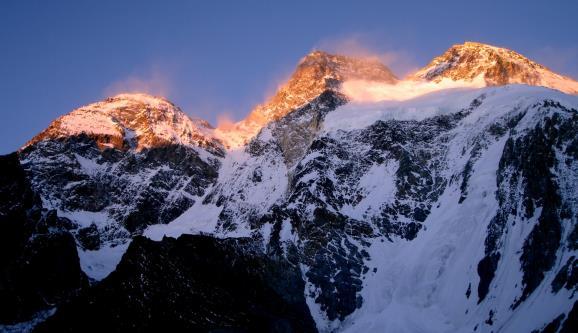 Atardecer en la vertiente oeste del Broad Peak. Foto: Sebastián Álvaro