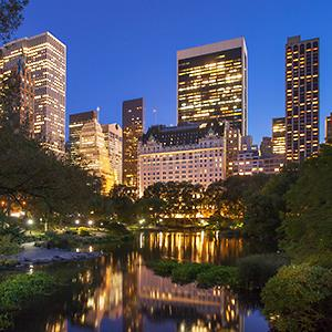 Central Park at twilight with reflections of Midtown Manhattan buildings, New York : © Brian Jannsen/Alamy