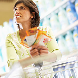 Woman Grocery Shopping © Fuse/Getty Images