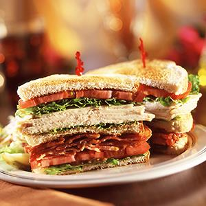 Turkey, bacon, lettuce & tomato club sandwich © Food Image Source/Getty Images