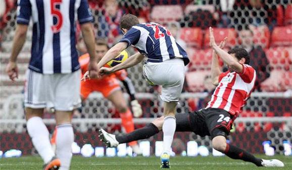 Zoltan Gera scores for WBA - AP