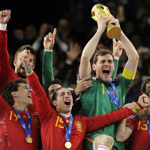 Spain's national football team players celebrate winning the 2010 World Cup © JAVIER SORIANO/AFP/Getty Images