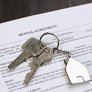 Keys and rental agreement © Getty Images