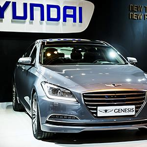 2015 The Hyundai Genesis is seen at the 2014 International Auto Show in Madrid, Spain © Emilio Naranjo/EPA