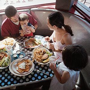 Family at diner © IT Stock Free/SuperStock