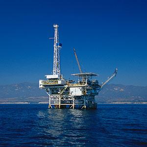 Oil drilling platform © Scott Gibson/Corbis