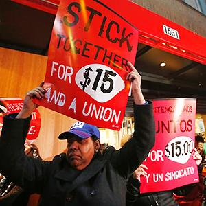 Fast food workers attend a protest against a restaurant in New York (© Eduardo Munoz/Reuters)