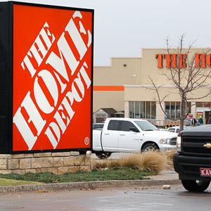 Home Depot store in Oklahoma City © Sue Ogrocki/AP