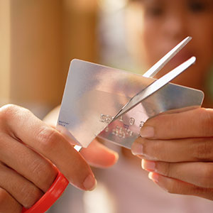 Cutting up a Credit card © Floresco Productions/Corbis