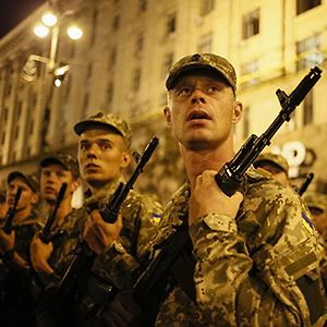 Ukrainian soldiers in the center of Kiev August 20, 2014 © Gleb Garanich/Reuters