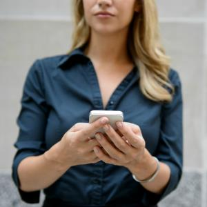 Woman using smartphone (c) Image Source/Corbis