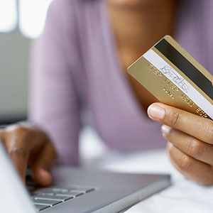 Credit card and computer © Stockbyte/SuperStock