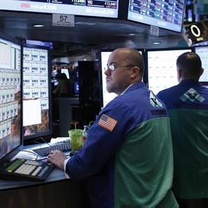 Trader Jarret Johnson of Virtu Finalcial works on the floor of the New York Stock Exchange© Chip East/Reuters