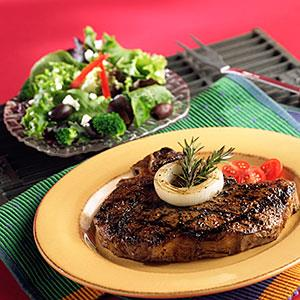 Close up of steak and salad © Image Studios, UpperCut Images, Getty Images