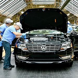 Line inspection workers check out a Volkswagen Passat at the company's factory in Chattanooga, Tenn. © Mark Elias/Bloomberg via Getty Images