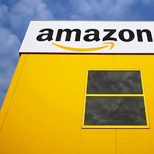 Amazon logo on a warehouse in Bad Hersfeld on May 14, 2013 (© Lisi Niesner/Newscom/Reuters)