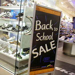 Back to school sale at a mall in Miami, Fla. © Jeff Greenberg/Alamy