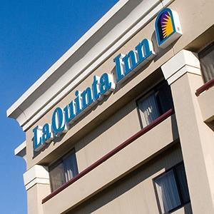 Credit: © Mike Booth/AlamyCaption: La Quinta Inn sign Houston, Texas