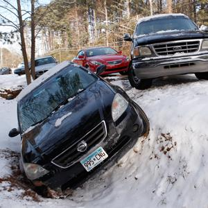 A car sits in a ditch along with other abandoned cars after running off the roadway due to a snow storm in Atlanta, Georgia, January 29, 2014 © Tami Chappell/Reuters