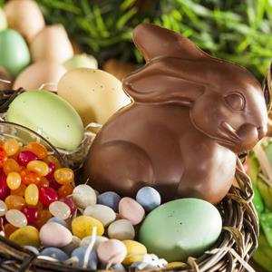 Chocolate Easter Bunny in a Basket © bhofack2/Getty Images