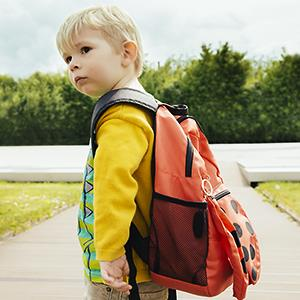 Child with backpack © Mareen Fischinger/Westend61/Corbis